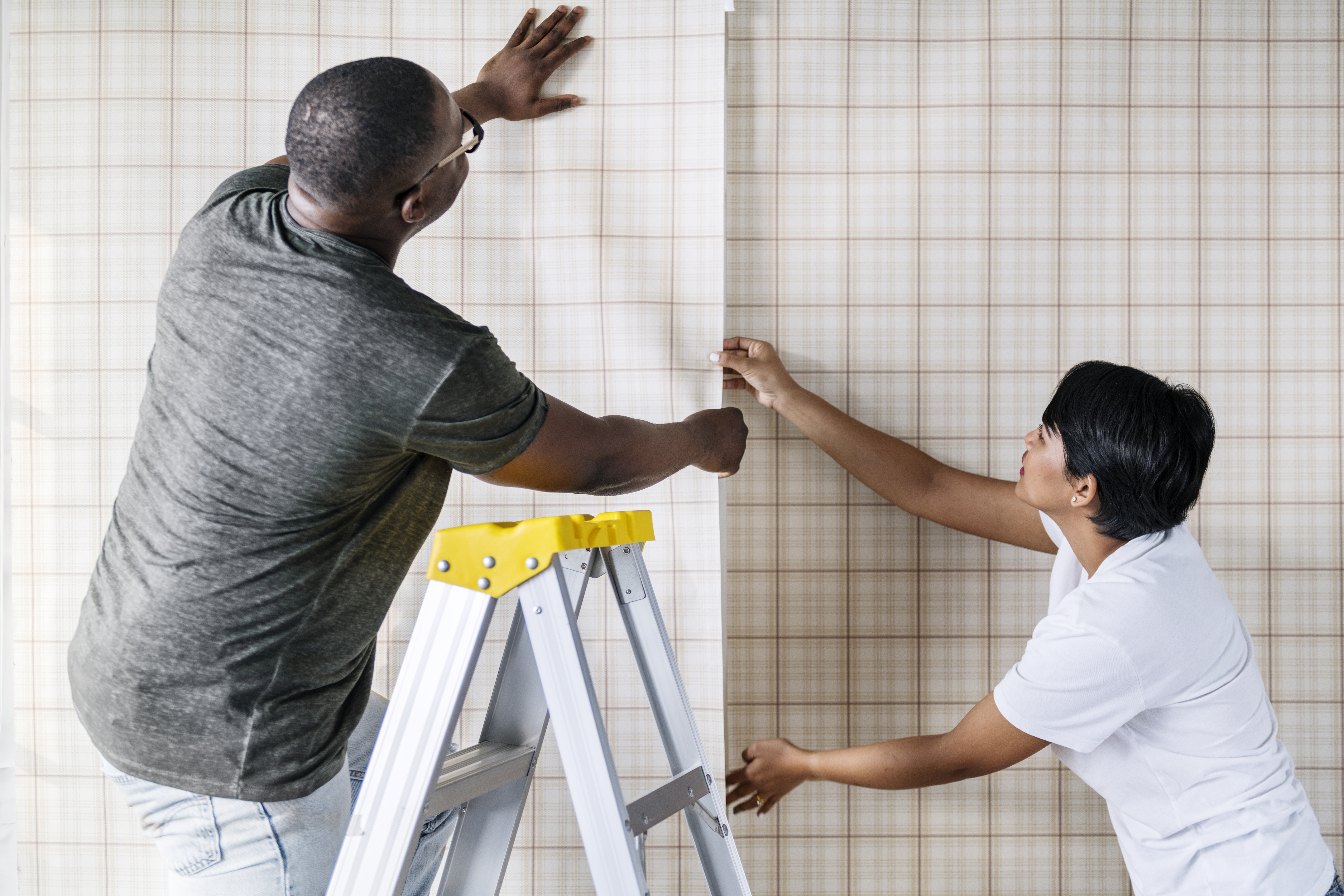 couple-decorating-new-house-PQB25HN